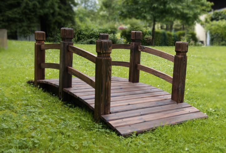 pont de jardin en bois avec des balustrades en brun fonc francky shop com. Black Bedroom Furniture Sets. Home Design Ideas